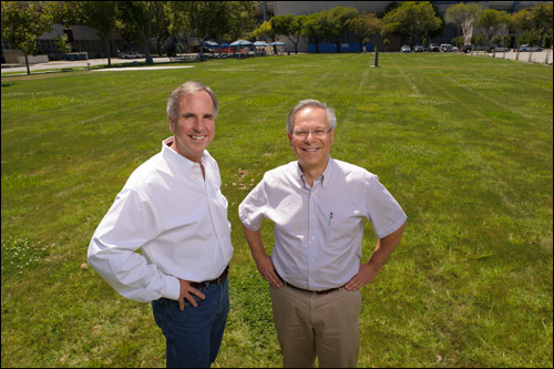 Photo of Keith Venter and Steve Frankel on eco-lawn